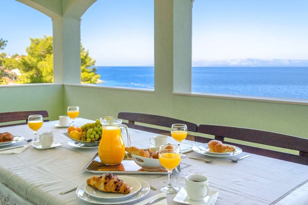 House (Three Bedroom Holiday Home with Sea V) - In-Room Dining