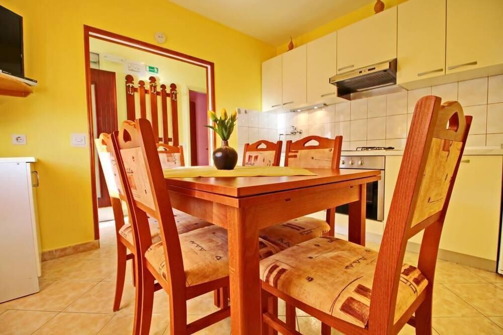Külaliskorter (Standard Two Bedroom Apartment - Suns) - Einetamisala toas