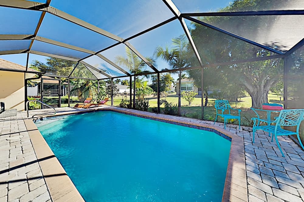 Surfside Oasis Screened Lanai With Heated Pool 3 Bedroom Home