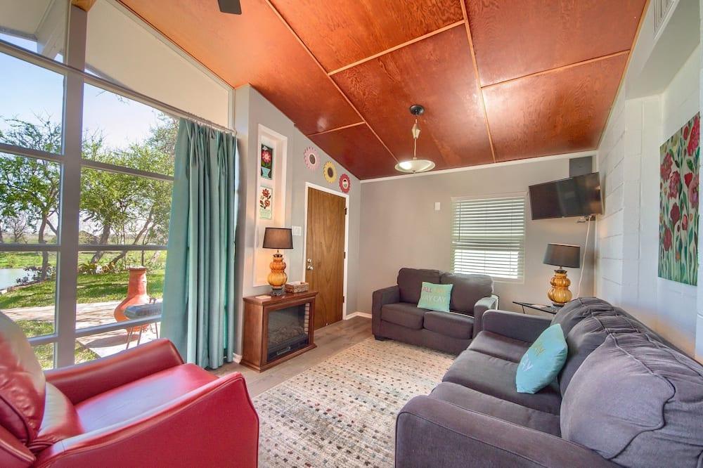 Māja, divas guļamistabas - Dzīvojamā istaba
