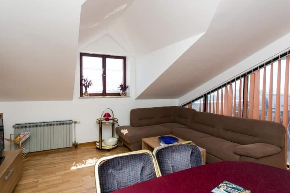 Dzīvokļnumurs (Two-Bedroom Apartment with Balcony) - Dzīvojamā istaba