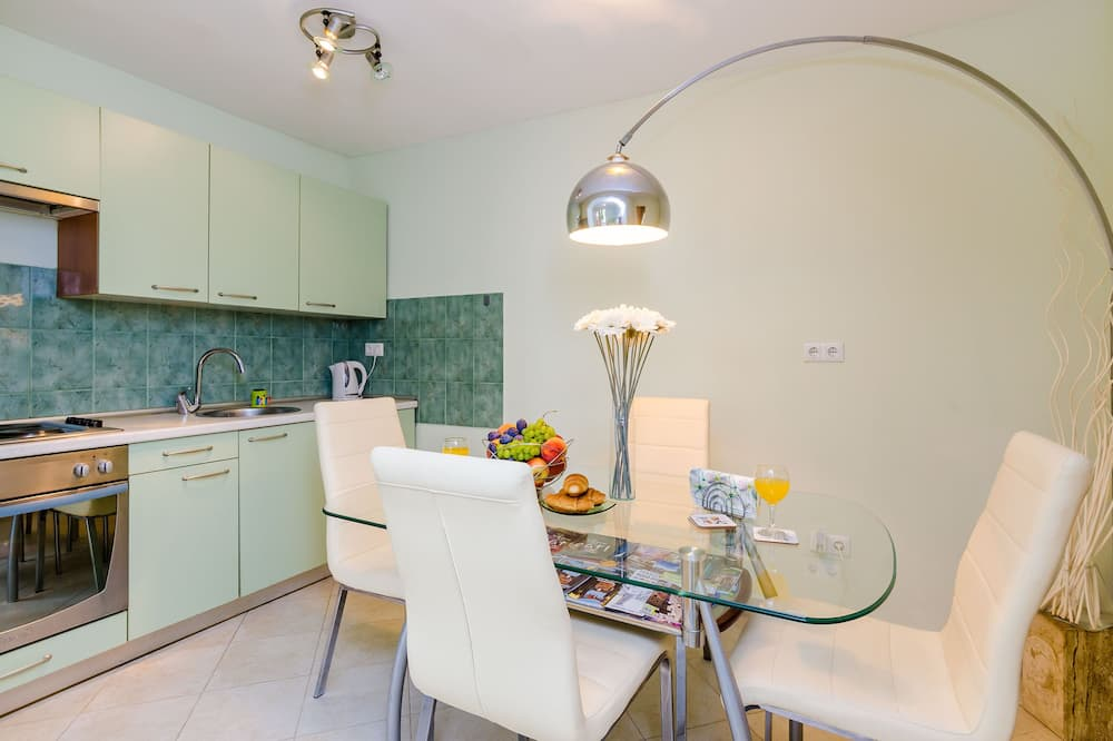 Apartment (One Bedroom Apartment with Terrace A2) - In-Room Dining