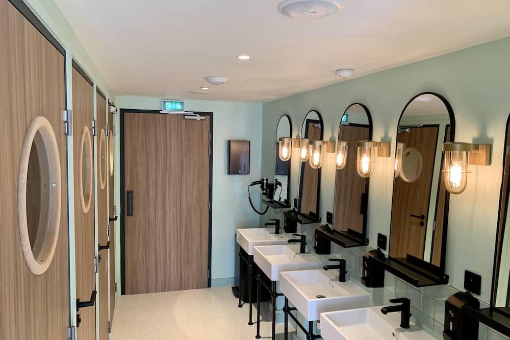 Shared Dormitory - Bilik mandi berkongsi