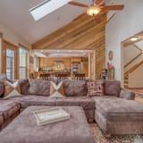 House, Multiple Beds (Mugho 10) - Living Room
