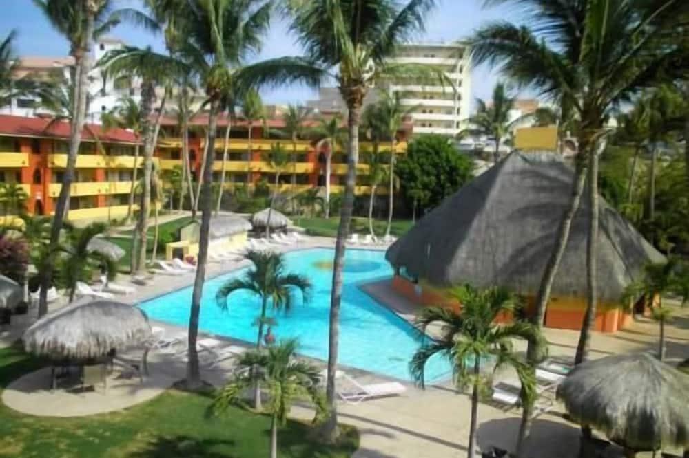 Condo, 3 Bedrooms - Pool