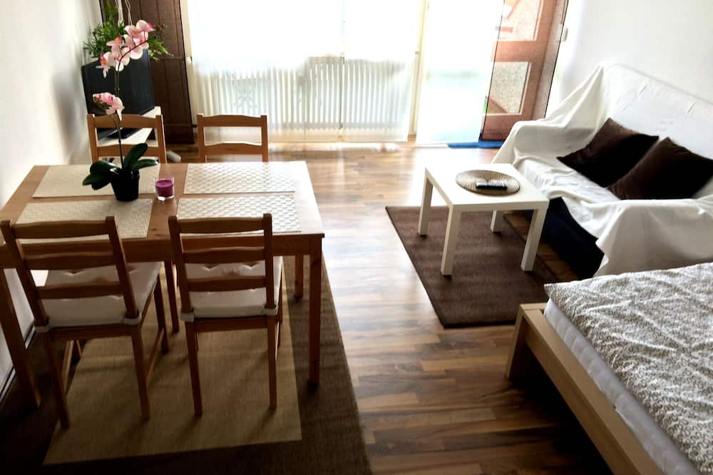 Studio, Multiple Beds, Balcony (incl. EUR 25 cleaning fee per stay) - Living Area