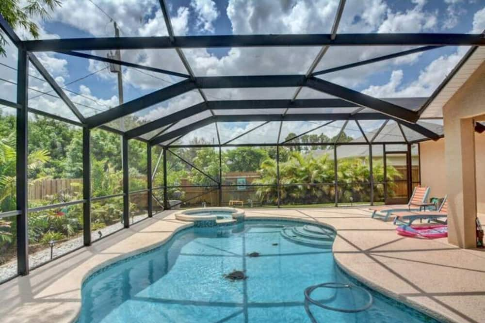Enjoy the sea Breeze and Sunshine by Your Private Saltwater Pool