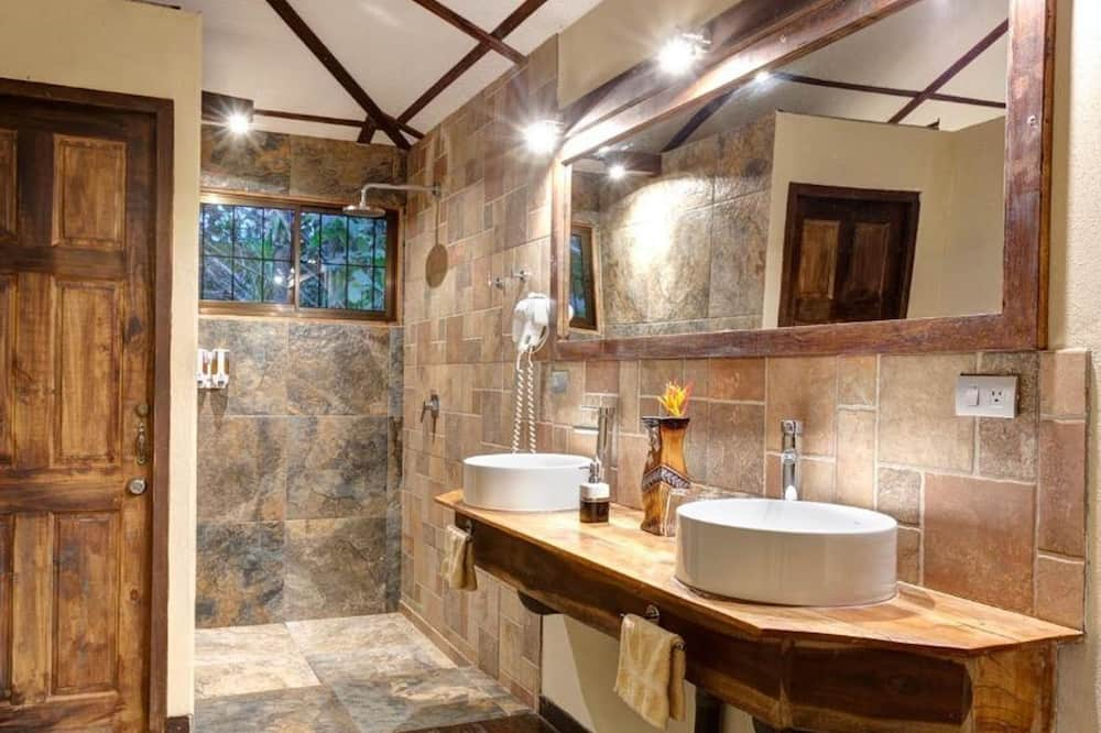 Tropical Suite With Jacuzzi - Bathroom