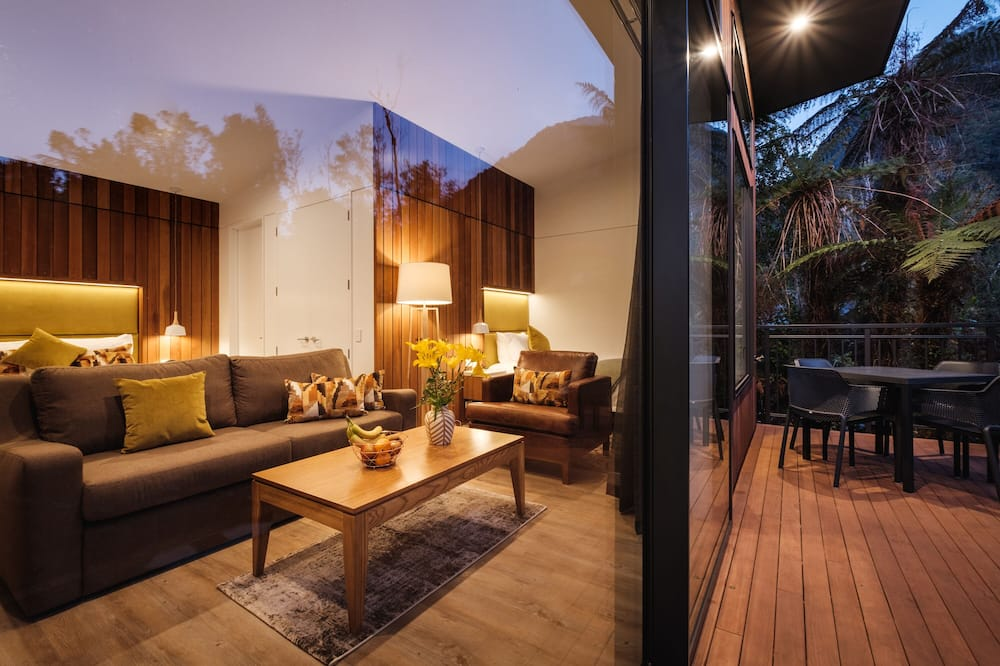 Deluxe Tree Lodge - Living Area