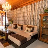 Villa, 5 Bedrooms - Living Area