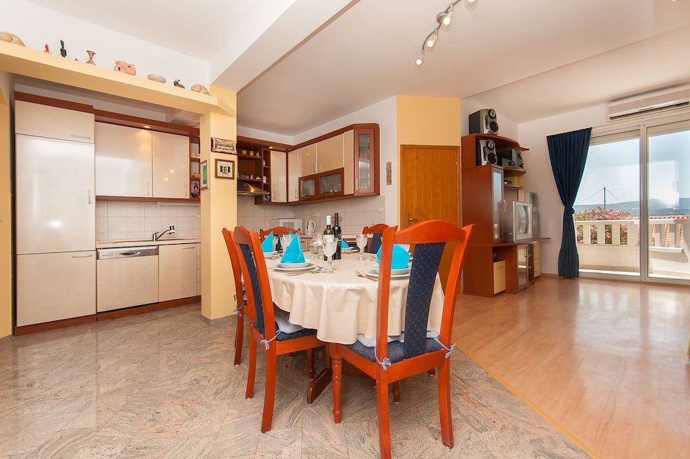 Apartment (Three Bedroom Apartment - Balcony and) - In-Room Dining