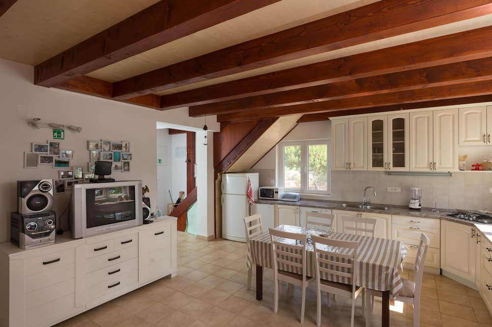 House (Three Bedroom Apartment - Terrace and) - In-Room Dining