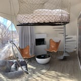 """2P """"Going to the sun"""" Luxury Sky Dome - Living Area"""
