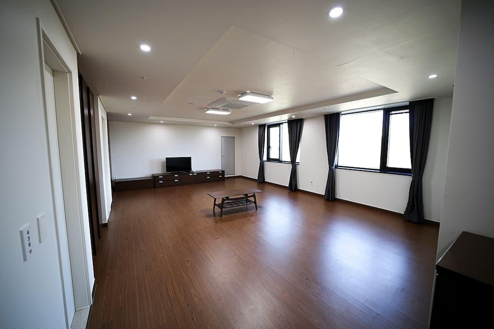 Kambarys šeimai (Ondol room for ten) - Svetainės zona