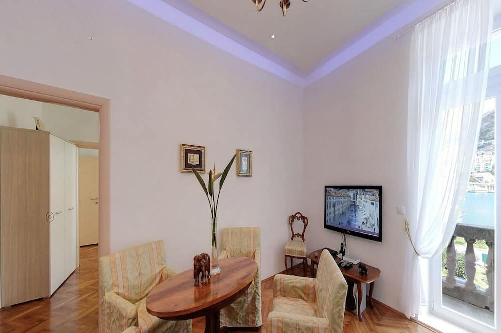 Apartment (Two-Bedroom Apartment with Balcony) - In-Room Dining