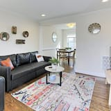 Beautiful 3br/2ba Colonial House | CozySuites