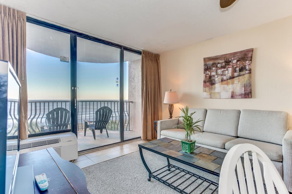 Luxury Apartment, 1 Bedroom, Ocean View - Living Room
