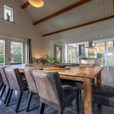 House (4 Bedrooms) - In-Room Dining