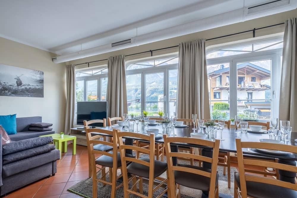 Rumah (3 Bedrooms) - Tempat Makan Di Kamar