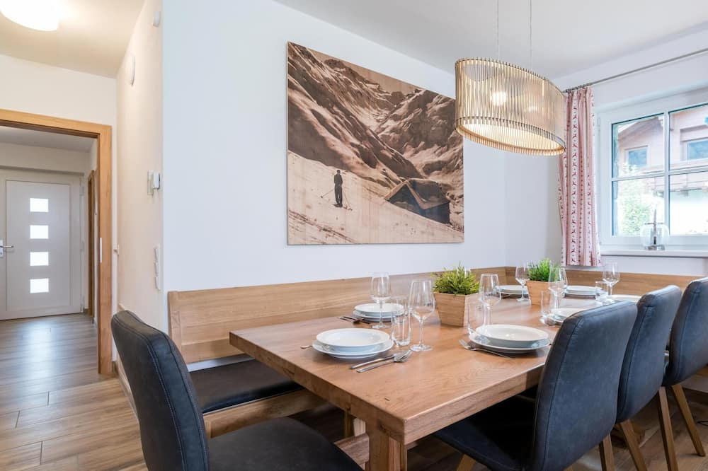 Apartment (4 Bedrooms) - In-Room Dining