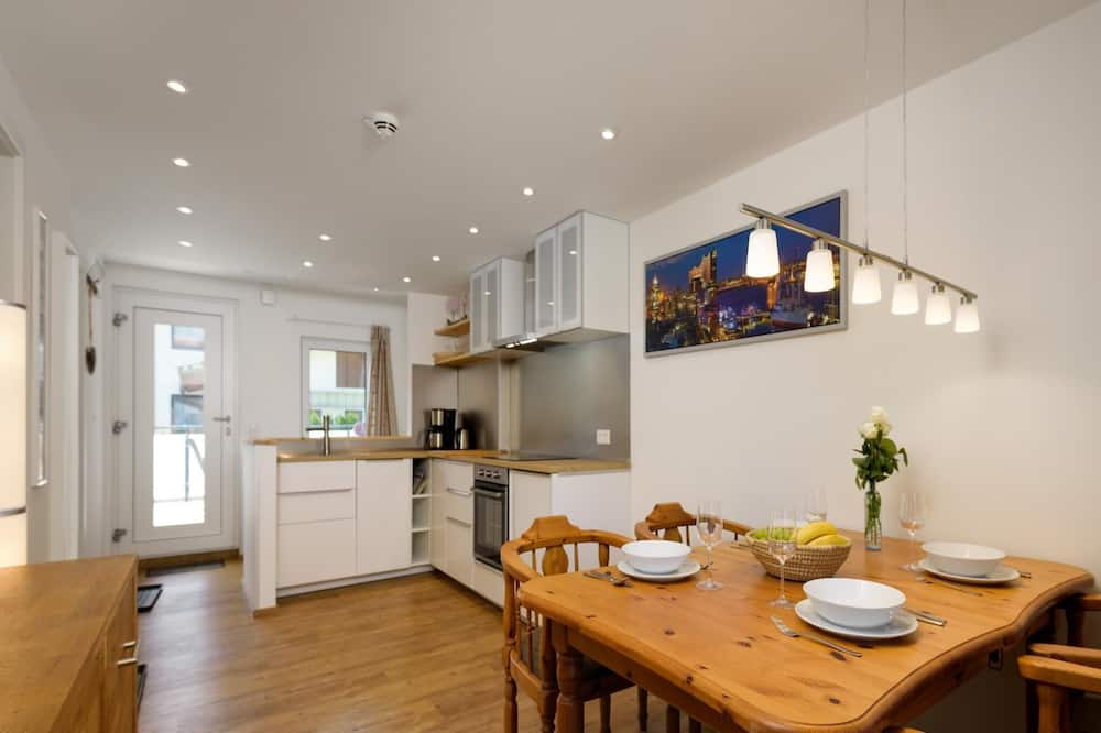 House (6 Bedrooms) - In-Room Dining