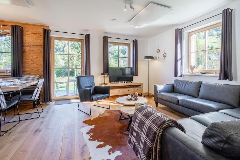 Chalet (4 Bedrooms) - Living Room