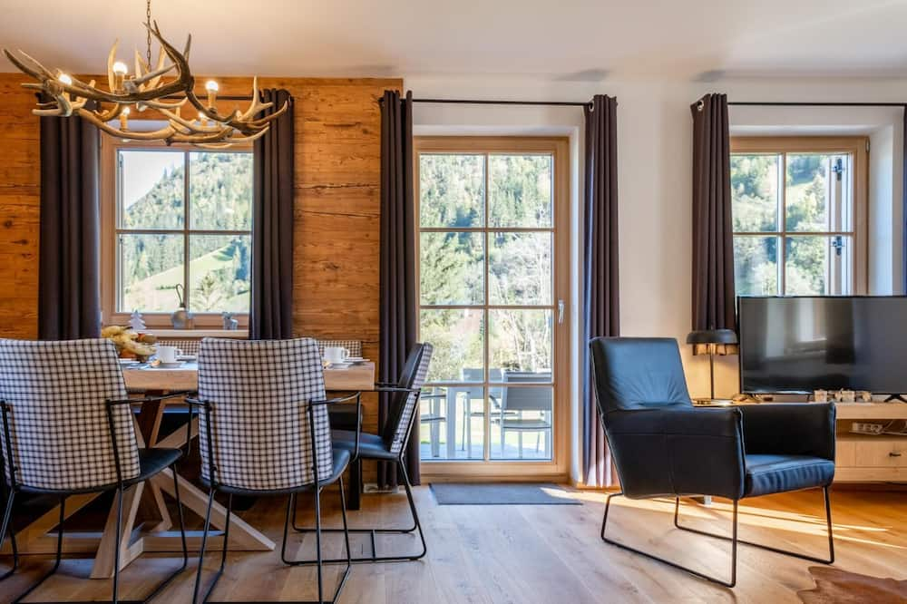 Chalet (4 Bedrooms) - In-Room Dining