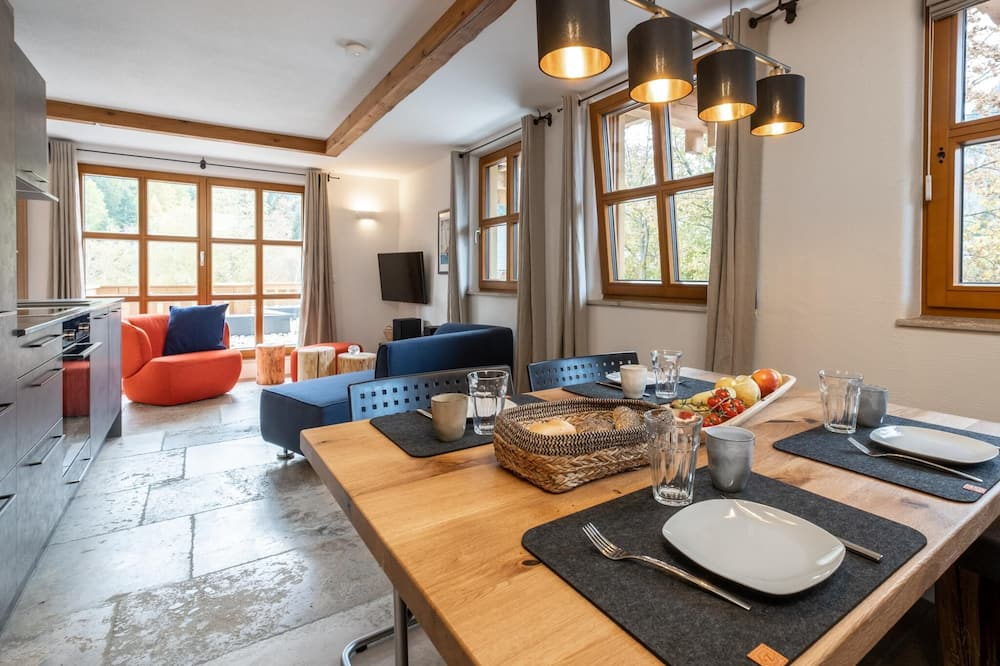Apartment (6 Bedrooms) - In-Room Dining