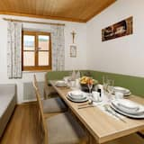 Apartment (3 Bedrooms) - In-Room Dining