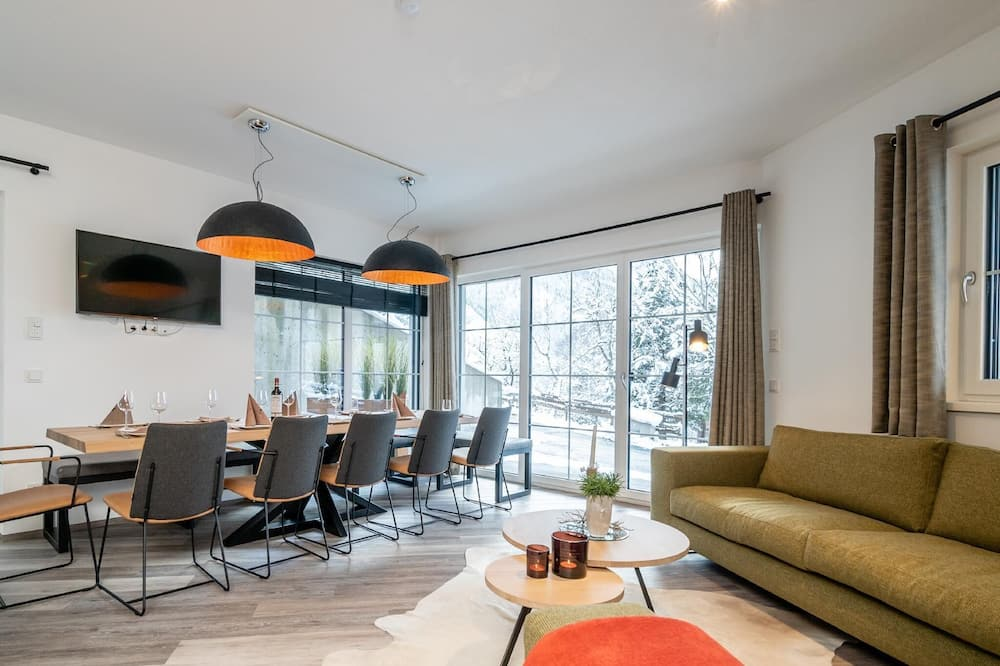 House (3 Bedrooms) - In-Room Dining