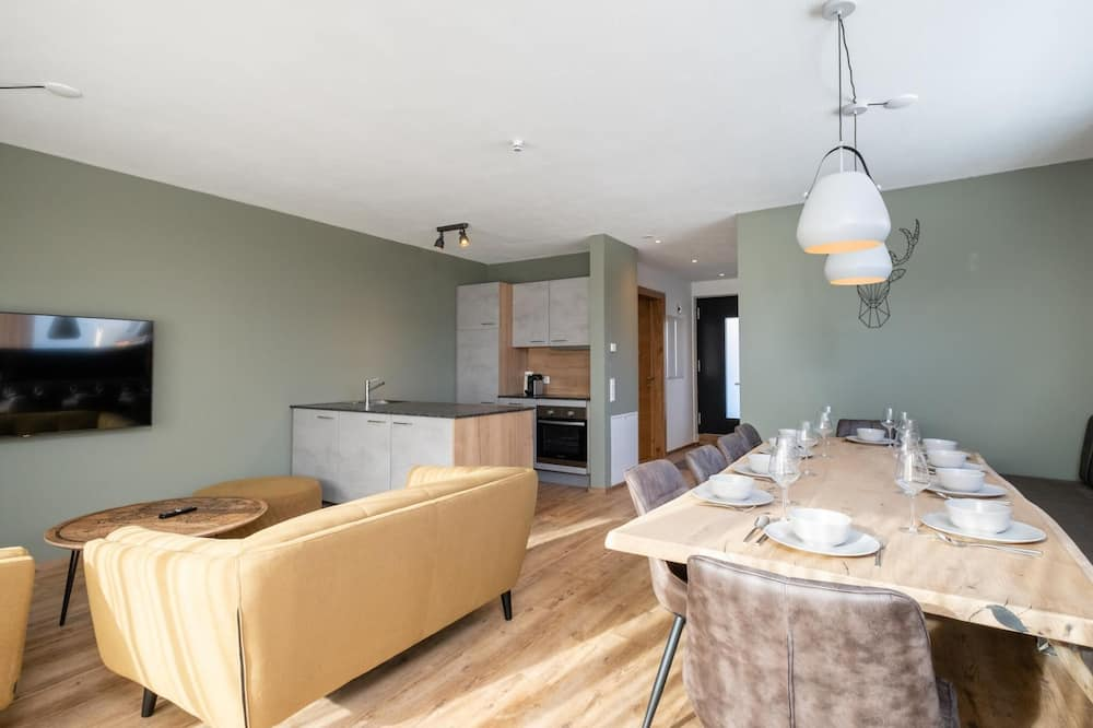 House (Multiple Bedrooms) - In-Room Dining