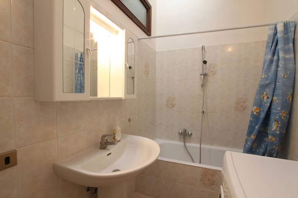 アパートメント クイーンベッド 1 台ソファーベッド付き - バスルーム