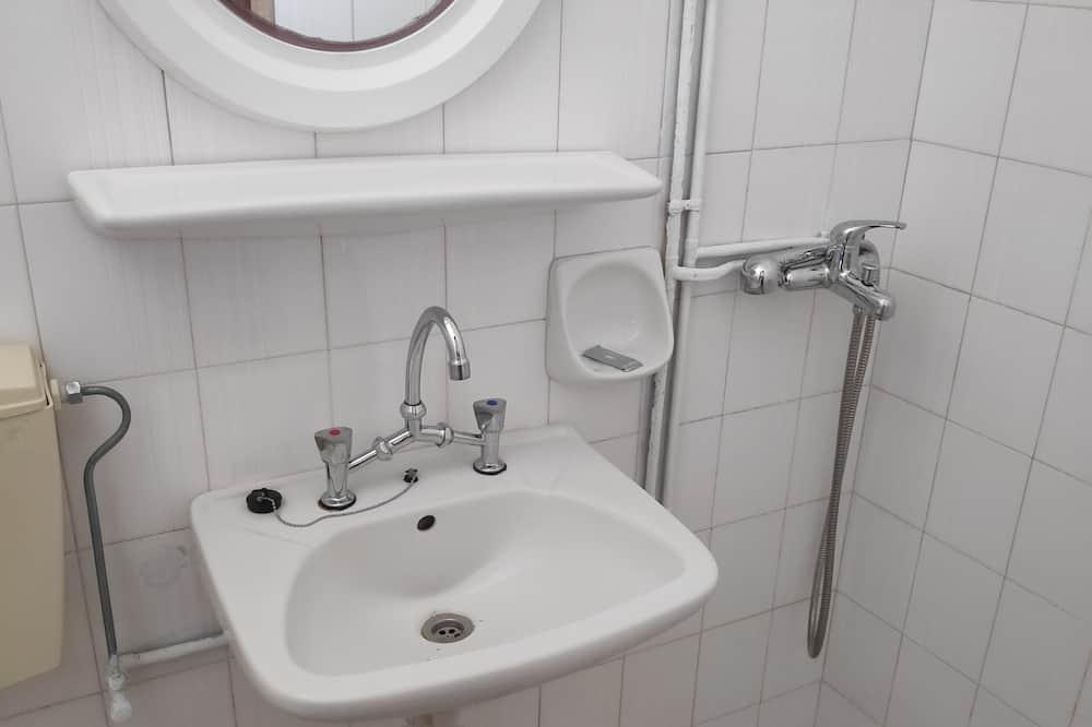 ห้องเบสิกดับเบิลหรือทวิน - ห้องน้ำ