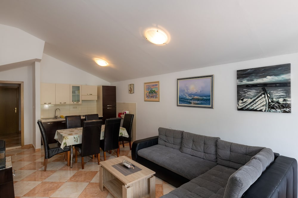 apartman (Two-Bedroom Apartment with Terrace) - Nappali