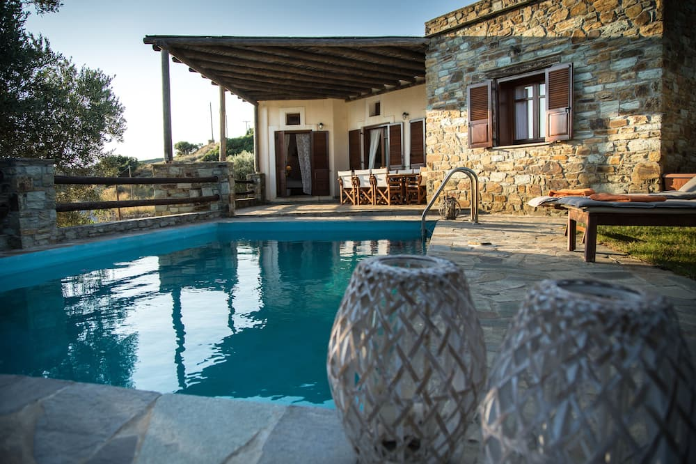 House With A Pool In Andros