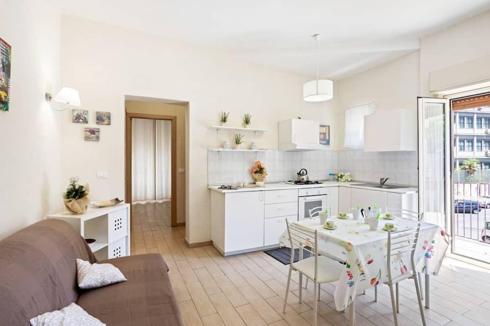 Apartment, 1 Bedroom (White) - Ruang Tamu