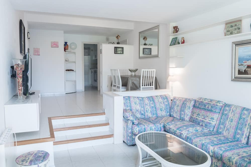 Apartment, 3 Bedrooms, Pool Access - Living Area
