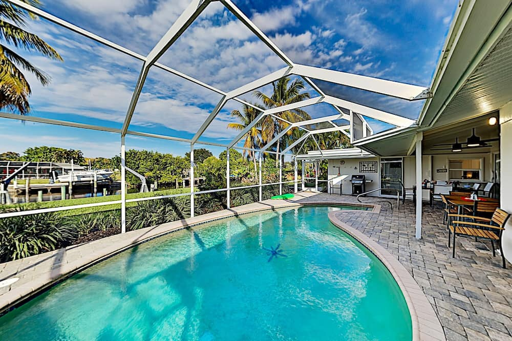 Renovated Canal-front Escape Heated Pool & Dock 3 Bedroom Home