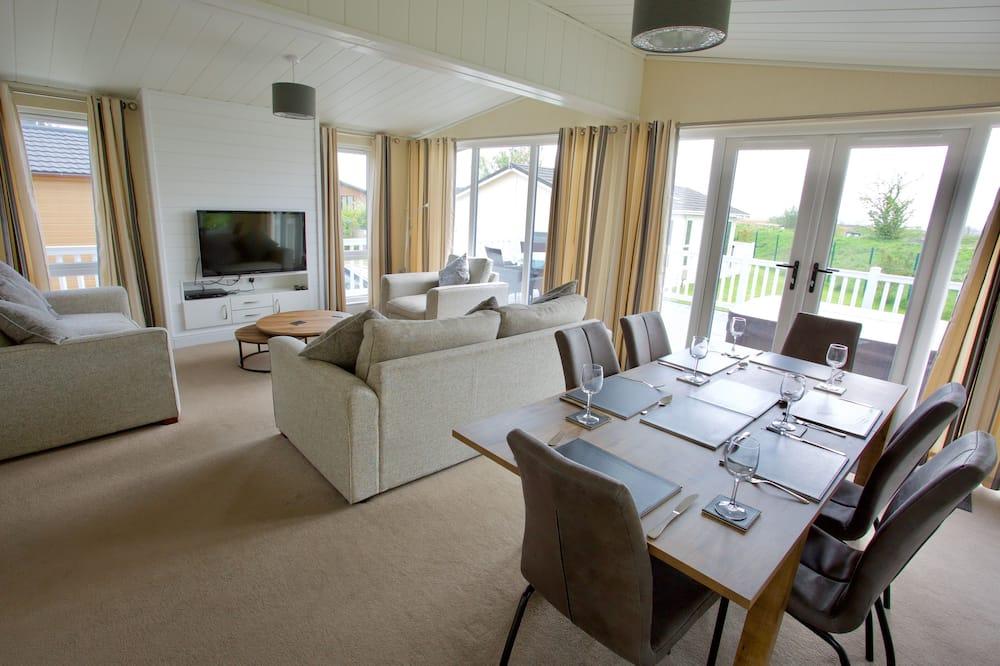 Cabin, Multiple Beds - Living Room