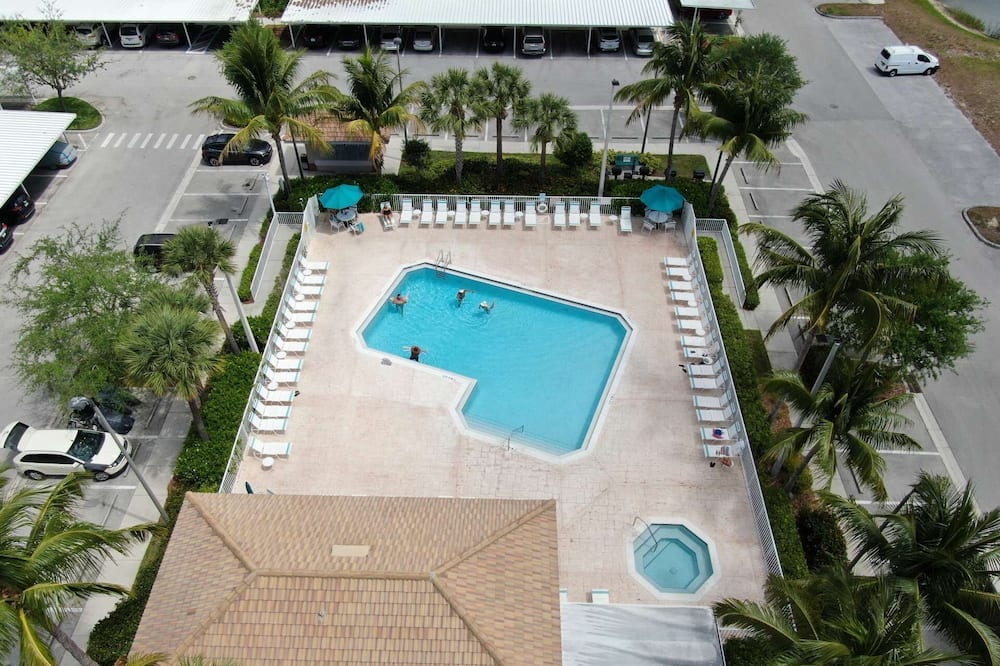 Condo (11741 Pasetto Ln #301) - Pool
