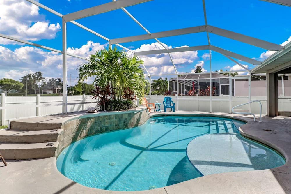 House (2721 SW 42nd LN) - Pool