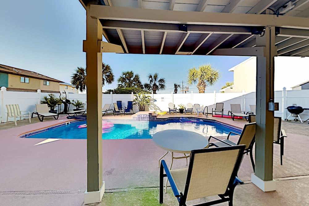 Duplex, 2 Bedrooms - Pool