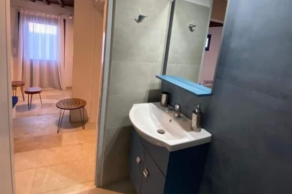 Panoramic Studio Suite - Bathroom