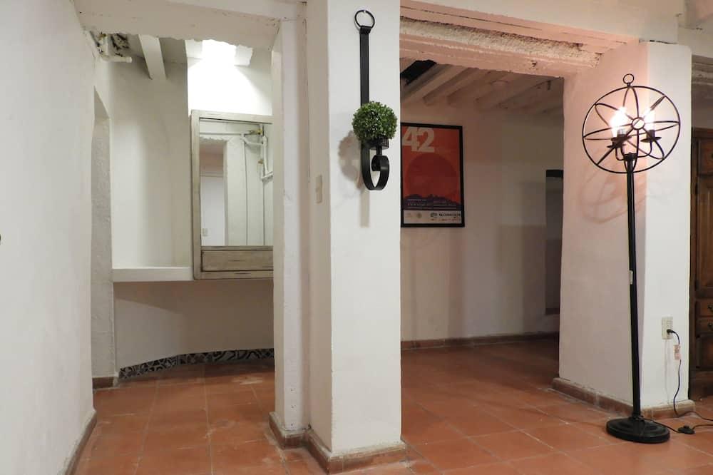 Apartamentai šeimai, 2 miegamieji, atskiras vonios kambarys - Svetainės zona