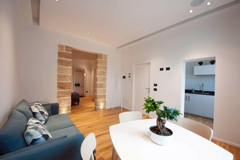 Deluxe Apartment, 1 Queen Bed, City View - Living Area