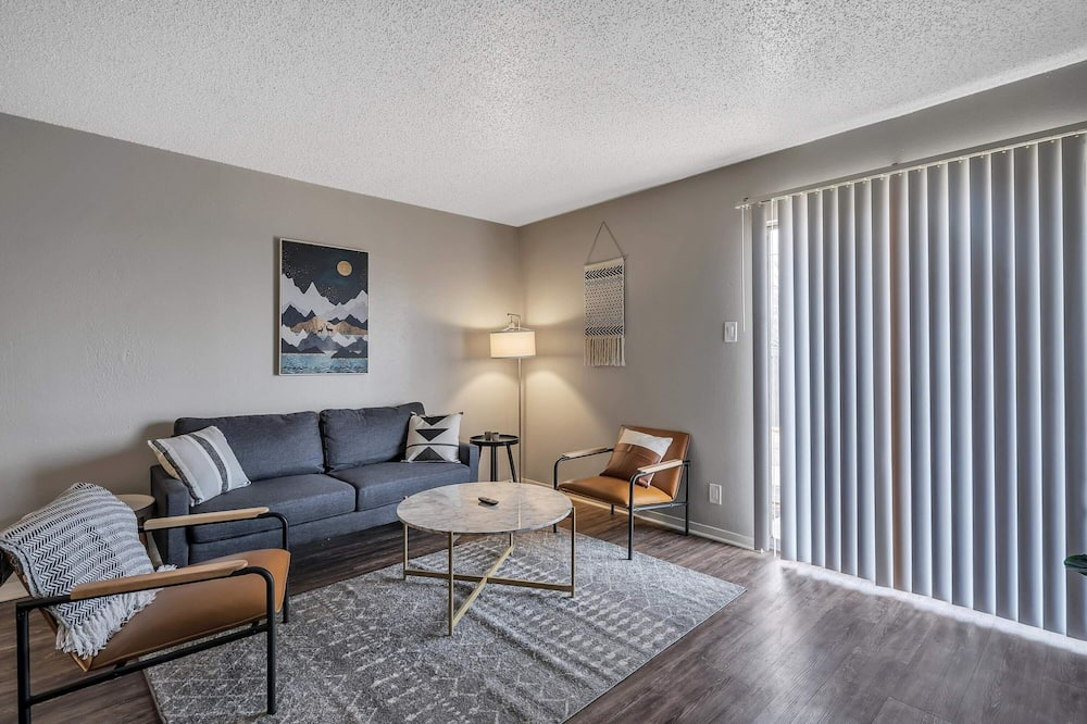 Spacious 1BR Flat in Heart of Midland