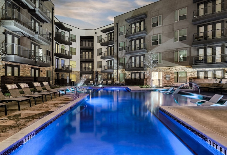 Centrally Located Lux 1 Bedroom Apartment, Dallas, Outdoor Pool