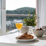 Apartment (One-Bedroom Apartment with Sea View) - In-Room Dining
