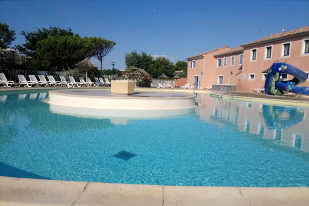 House With 2 Bedrooms in Le Barcarès, With Wonderful Lake View, Shared Pool, Enclosed Garden