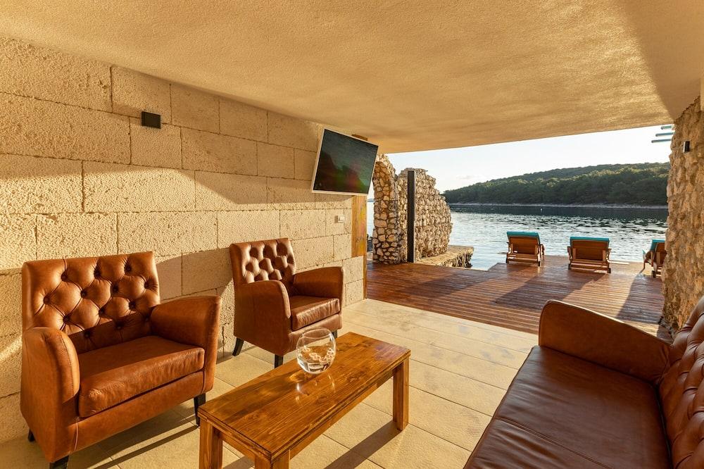 Romantic Villa, 3 Bedrooms, Terrace, Sea View - Living Room